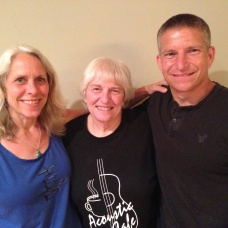 Robyn w/her mom & brother